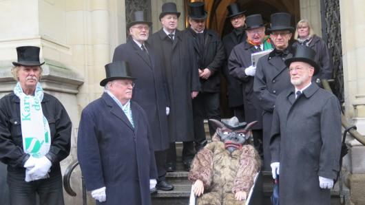 Am Aschermittwoch ist alles vorbei: Die Braunschweiger Karnevalisten halten eine Totenrede auf den Schoduvel. Hier ein Bild aus dem vergangenen Jahr.