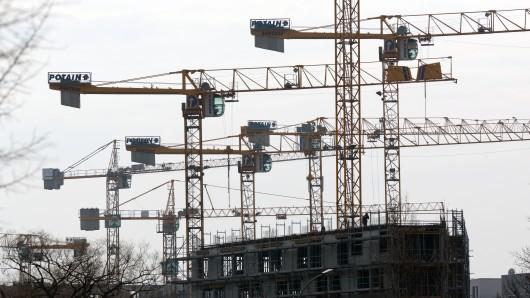 Bauboom im Landkreis Gifhorn: Allein in den ersten neun Monaten des Jahres 2016 erteilte die Kreisverwaltung Baugenehmigungen für 751 Wohnungen (Symbolbild).