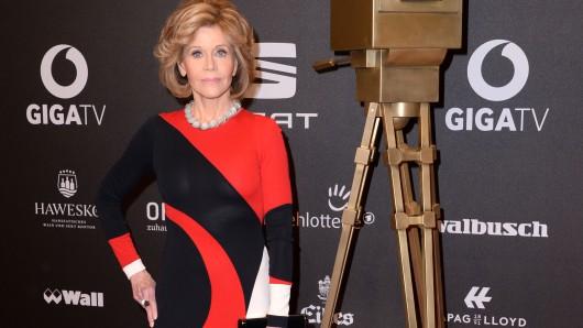 US-Schauspielerin Jane Fonda bei ihrer Ankunft zur Preisverleihung zur Goldenen Kamera 2017 (Archivbild).