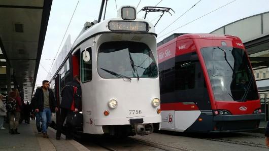 Am Freitag wird's ein solches Bild nicht geben: Die Bahnen und Busse bleiben im Depot.