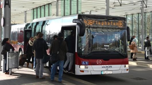 Ein Bus der Braunschweiger Verkehrs-GmbH am zentralen Omnisbusbahnhof.