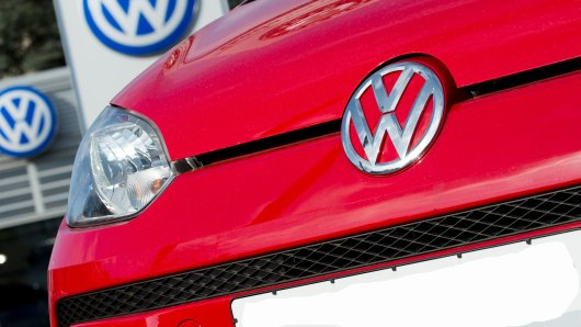 Die Unaufmerksamkeit einer VW Up-Fahrerin hat gravierende Folgen (Symbolbild).