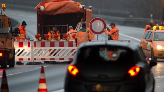 Wegen Sanierungsarbeiten ist die Kreisstraße 57 bei Klein Gleidingen gesperrt bis voraussichtlich Freitag, 24. März. (Symbolbild)