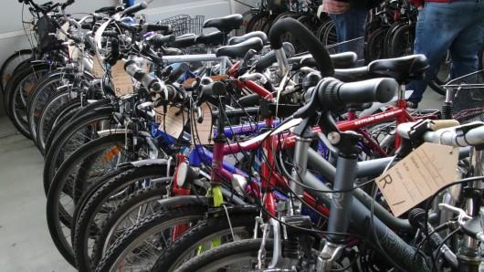 Rund 200 Fahrräder werden am Samstag in Braunschweig versteigert (Archivbild).