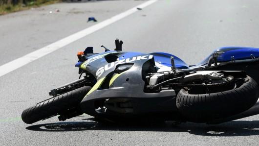Der Motorradfahrer konnte den Zusammenprall nicht verhindern (Symbolbild).