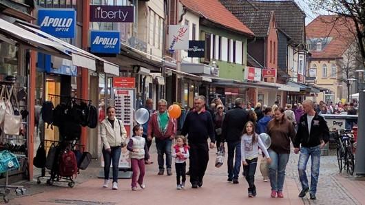 So voll ist die Innenstadt von Gifhorn nur selten. Ein verkaufsoffener Sonntag hat viele Besucher aus dem Umkreis angelockt.