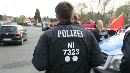Die Polizei hielt die Gegendemonstranten auf Distanz zu den NPD-Mitgliedern.
