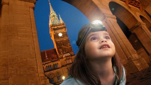 Eine Stadttour der besonderen Art: Die Taschenlampenführung ist für kleine Entdecker ein Erlebnis.