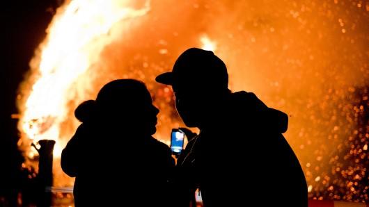 Ob wilde Sause oder mit dem Schatz beim Osterfeuer, den besonderen Moment mit einem Handy festhalten. Wir haben für Euch die Veranstaltungen rund um Braunschweig zusammen gestellt (Archivbild).