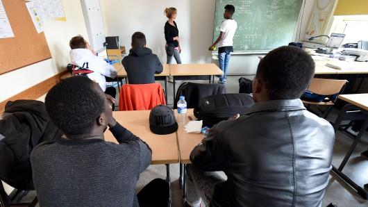 Die Sprachlernklassen in Niedersachsen sollen reduziert werden. (Archivbild)