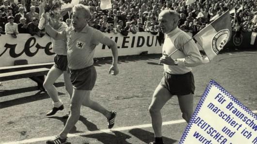 Vor einem halben Jahrhundert hatte sich Viktor Siuda vor dem entscheidenden Spiel der Eintracht bei Rot-Weiß Essen zu Fuß auf die 330-Kilometer-Distanz gemacht. 50 Jahre später gibt er den Startschuss für eine Neuauflage des Laufs.