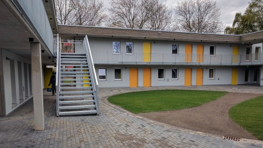 So sieht der Innenhof des neuen Heims an der Alten Frankfurter Straße aus: Um ihn herum sind auf zwei Etagen die insgesamt 26 Wohnungen verteilt.