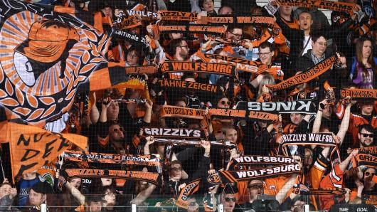 Die Fans der Grizzlys wollen ihr Team am Abend zum Sieg singen.