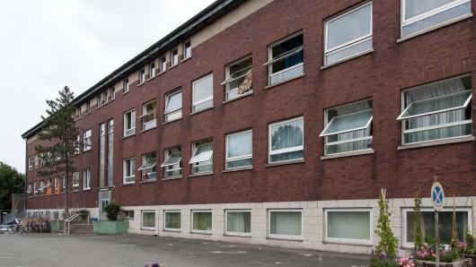 Die zentrale Asylbewerberunterkunft an der Nord-Süd-Straße in Hallendorf.