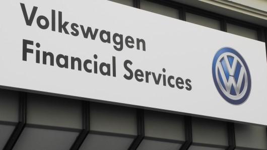 Der Volkswagen-Tochter VW Financial Services könnte teurer Ärger drohen.