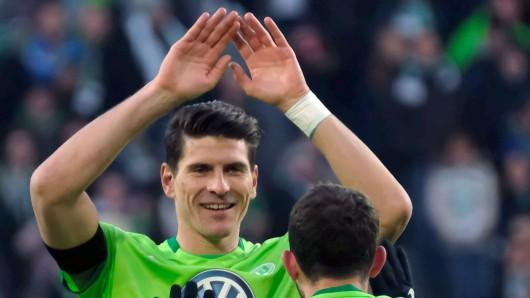 2:0 bei der Frankfurter Eintracht: Gomez feiert seinen Treffer (Archivbild).