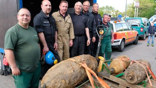 Diese Bomben sind Anfang Mai 2017 in Hannover entschärft worden. Nach getaner Arbeit posierte das Team der Kampfmittelräumer für die Kamera.