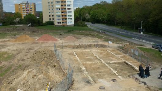 Die Ausgrabungsstätte direkt an der Breslauer Straße in Wolfsburg.