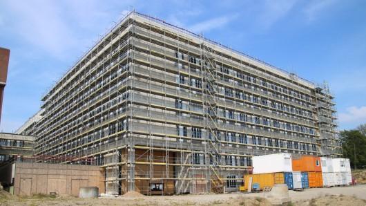 Das neue Bettenhaus des Klinikums Salzdahlumer Straße. Hier soll zukünftig der neue Haupteingang sein, rechts daneben ein Parkhaus entstehen.