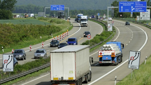 Lkw müssen über die A39 und B6 ausweichen (Archivbild).