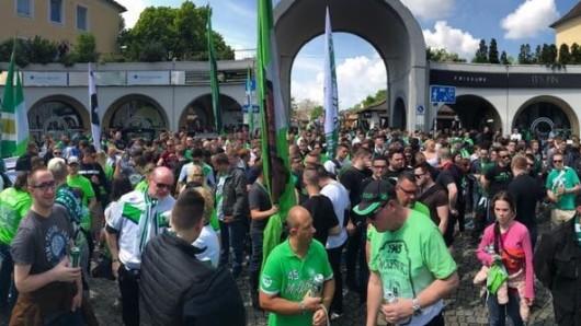 Die VfL-Anhänger sammeln sich für den Fanmarsch.
