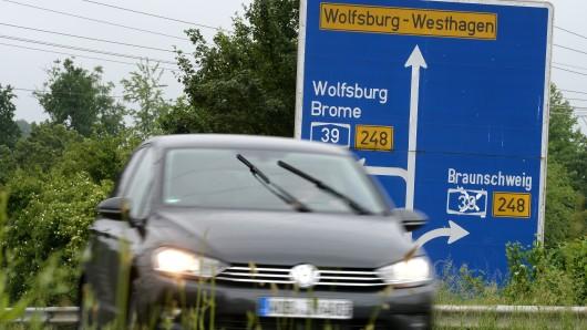 Nördlich von Wolfsburg ist derzeit Schluss: Ein Weiterbau der A39 bis nach Lüneburg wird laut Planungen mehr als eine Milliarde Euro kosten.