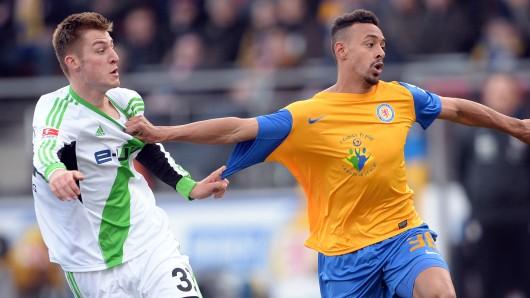 Karim Bellarabi noch im Eintracht-Dress: Bei seinem jetzigen Club ist er wegen der Hitze zusammen gebrochen (Archivbild).