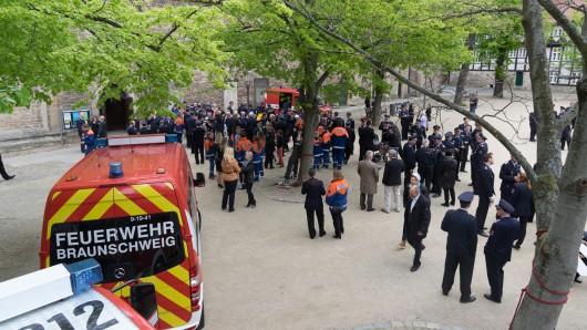 Im letzten Jahr war der Platz vor der Magni-Kirche gut gefüllt. Auch in diesem Jahr treffen sich Feuerwehr und Kirchen um dem Schutzpatron der Feuerwehr zu gedenken (Archivbild).