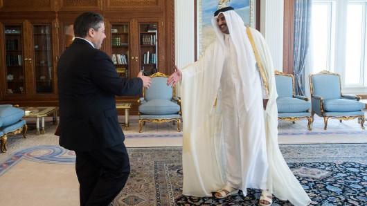 Sigmar Gabriel - damals noch Wirtschaftsminister - war 2015 zu Besuch beim Emir von Katar, Scheich Tamim bin Hamad Al Thani, in in der katarischen Hauptstadt Doha.