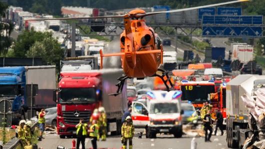 Ein schwerer Unfall hat sich am Freitagmorgen auf der A2 bei Magdeburg ereignet (Symbolbild).