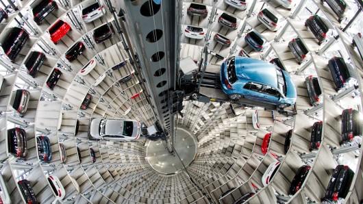 Im wichtigsten Einzelmarkt von VW halte die Zurückhaltung der Käufer trotz gesenkter Mehrwertsteuer an. (Archivbild)