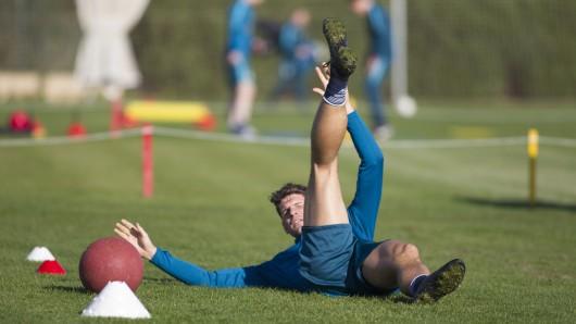 Im Juli wird Trainer Andries Jonker seine Spieler - hier Mario Gomez - zum Training in die Schweiz bitten.