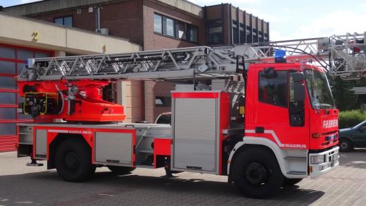 Die Feuerwehr Peine konnte den kleinen Flächenbrand zum Glück schnell löschen. (Symbolbild)