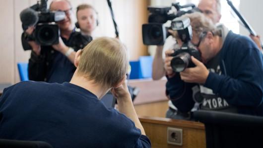 Der Angeklagte Jörg N. sitzt am 28. September 2016 beim Prozessauftakt in einem Gerichtssaal im Landgericht in Verden (Archivbild).