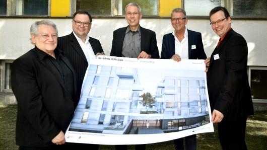 Professor Günter Pfeifer, Alexander Prokoptschuk, Kai-Uwe Hirschheide, Peter Teicher und Daniel Manthey (v.l.).