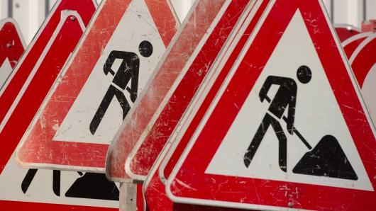 Die Helmstedter Straße in Vorsfelde wird nun schon am 10.Juli gesperrt. (Symbolbild)