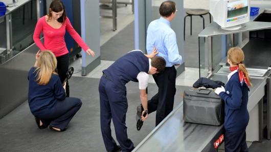 Flugreisende in die USA müssen sich auf deutlich verschärfte Sicherheitsüberprüfungen gefasst machen - auch in Deutschland (Symbolbild).