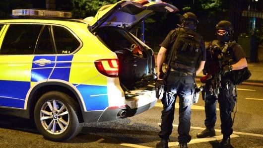 Die britische Polizei hat seit Freitagabend insgesamt fünf Terrorverdächtige festgenommen.