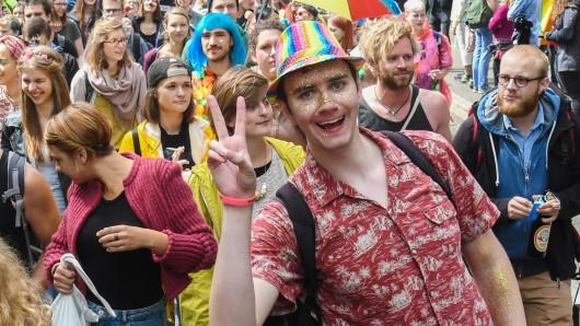 Teilnehmer der Parade zum Christopher Street Day.