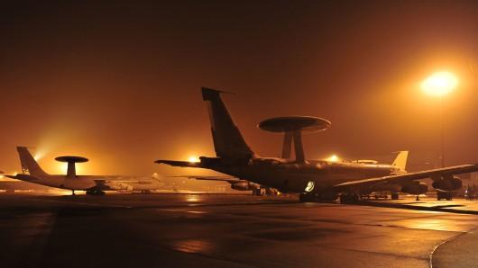 Awacs-Aufklärungsflugzeuge auf dem Flughafen des vorgeschobenen Militärstützpunkts in Konya, Türkei (Archivbild).