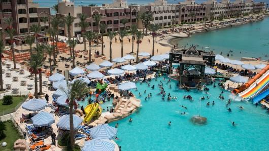 Der Strand vor dem Hotel El Palacio in Hurghada, wo der Attentäter nach dem Erstechen der Deutschen schwimmend hingeflüchtet ist.