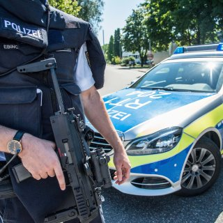 Die Polizei wurde zu einer Bedrohungslage im Harz gerufen. Ein Mann aus Halberstadt wählte verängstigt den Notruf. Daraufhin rückten die Beamten aus... (Symbolbild)