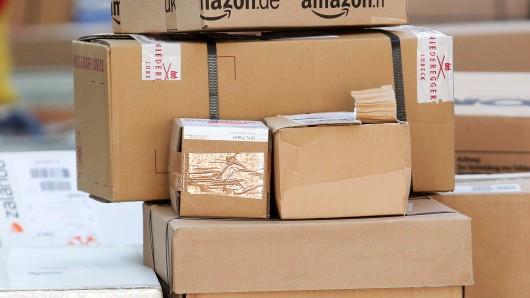Können Pakete nicht zugestellt werden, landen sie bei der Post. So versuchte sich ein Mann Pakete zu ergaunern (Symbolbild).