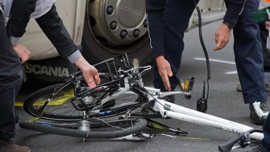 Ein Fahrrad-Fahrer hat sich in Lehre schwer verletzt (Symbolbild).