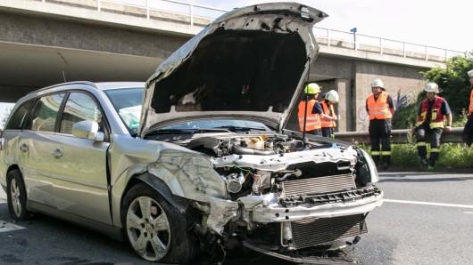 Die beiden Fahrzeuginsassen konnten sich alleine aus dem Autowrack befreien.