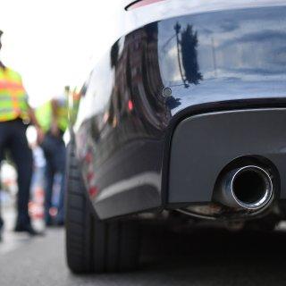 Beim Tuningtreffen in Helmstedt mussten zwei Fahrer ihrer Autos gleich ganz stehen lassen - zu gefährlich war die Weiterfahrt (Symbolbild).