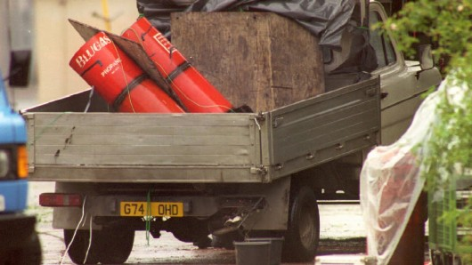 Von diesem Pritschenwagen sollen die Täter 1996 mehrere Mörsergranaten auf die damalige britische Kaserne abgefeuert haben (Archivbild).