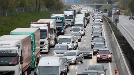 Nach dem Unfall wurde die A7 in Richtung Hamburg voll gesperrt.
