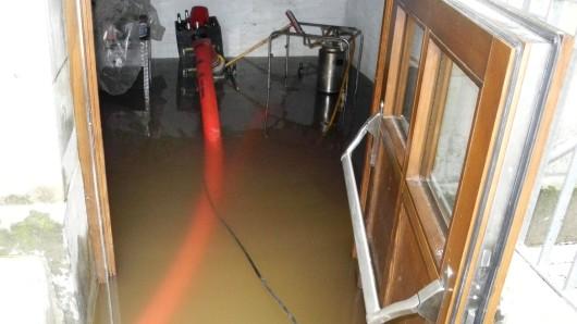 Eine Pumpe im Einsatz während de Hochwassers im Juli 2017.
