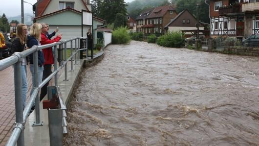 Die Holtemme in Wernigerode zum Scheitelpunkt des Hochwassers. Inzwischen ist das Flüsschen beinahe wieder auf Normalniveau abgesunken.